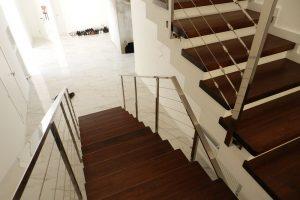 Перила лестниц