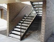 Лестница на тетиве деревянные ступени