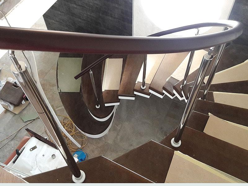 Гибка перил на лестнице