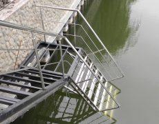 Лестница в воду